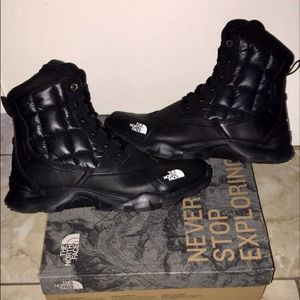 BRAND NEW North Face Men's Waterproof boots